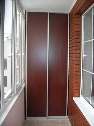 шкаф на балкон с раздвижными дверями