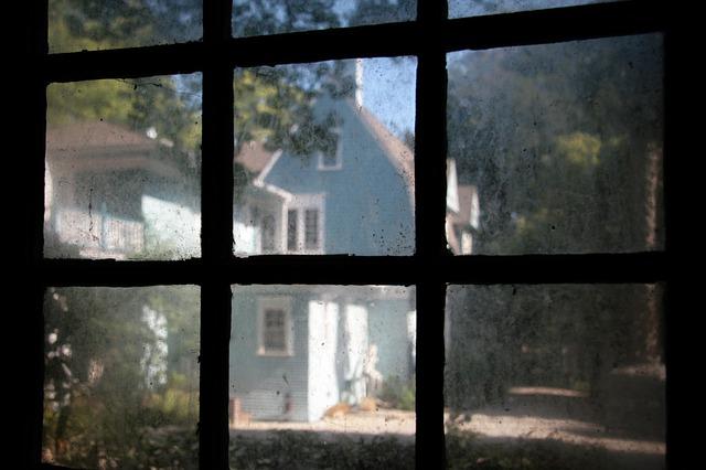 Удаление сложных загрязнений с окна