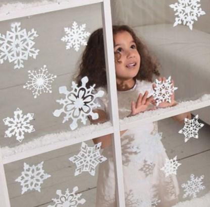 трафаретные снежинки для окна